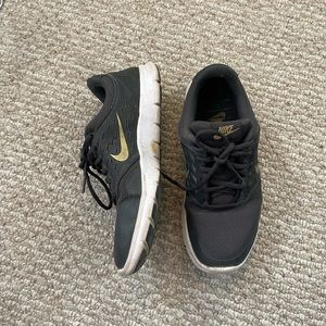 Nike orive running shoes gold black size 7.5